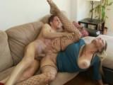 Nadržená sexy mamina si zašuká s mladíkem