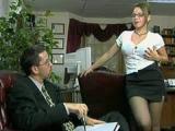 Šéf si zapíchá s nadrženou kozatou sekretářkou