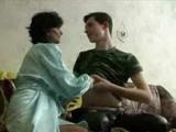 Nevlastní máma naláká syna do své kundy
