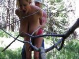 Rychlovka s prsatou maminou v lese