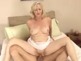 Zkušená padesátka při sexu hodně řve