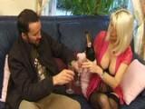 Zachovalá padesátka podvádí svého manžela