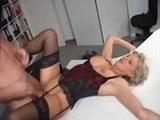 Zralá německá sekretářka je ošukána v kanceláři