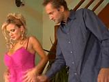 Kozatá panička šoustá s nejlepším kamarádem svého manžela
