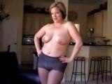 Máma chtěla jen nafotit sexy fotky, ale skončilo to sexem