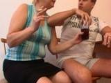 Česká granny si po pár pivech zapíchá s mladíkem
