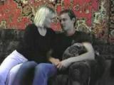Nadržená máma ukájí své sexuální choutky