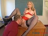 Zralá učitelka Nina Hartley souloží se studentem