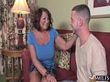 Zralá ženská si vyzkouší sex s mladíkem