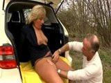 Německá taxikářka si zašuká se zákazníkem