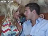 Mrduchtivá blonďatá MILF si užije s mladíkem