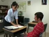 Mrduchtivá učitelka nechá studenta poškole