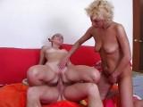 Starší ženská dává lekce sexu